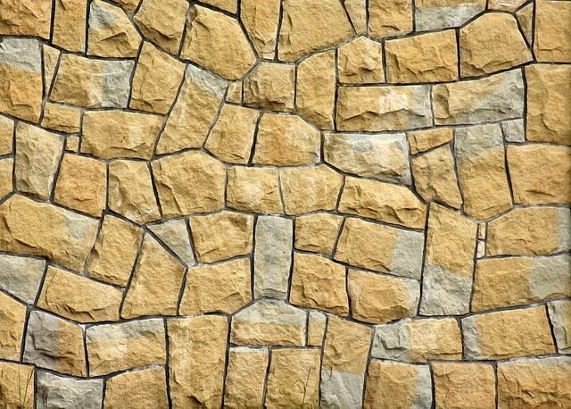Cegła klinkierowa czy kamień elewacyjny? Jak stworzyć elewację w surowym stylu postindustrialnym?