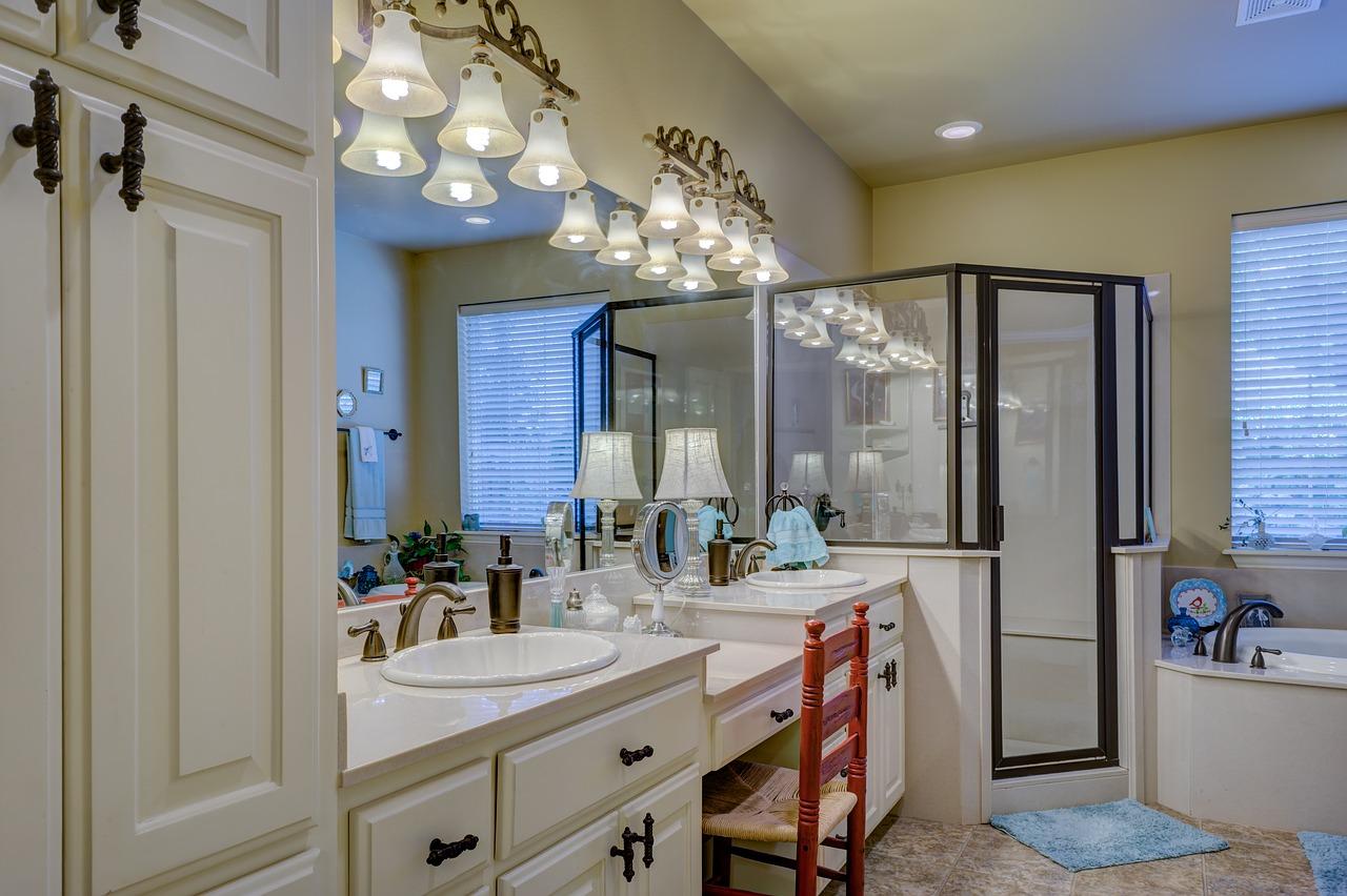 Najpotrzebniejsze meble łazienkowe i jak je wybrać