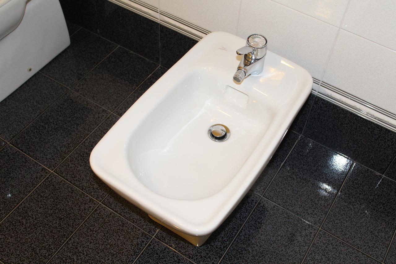Bidet w łazience - czy warto montować, na co zwrócić uwagę