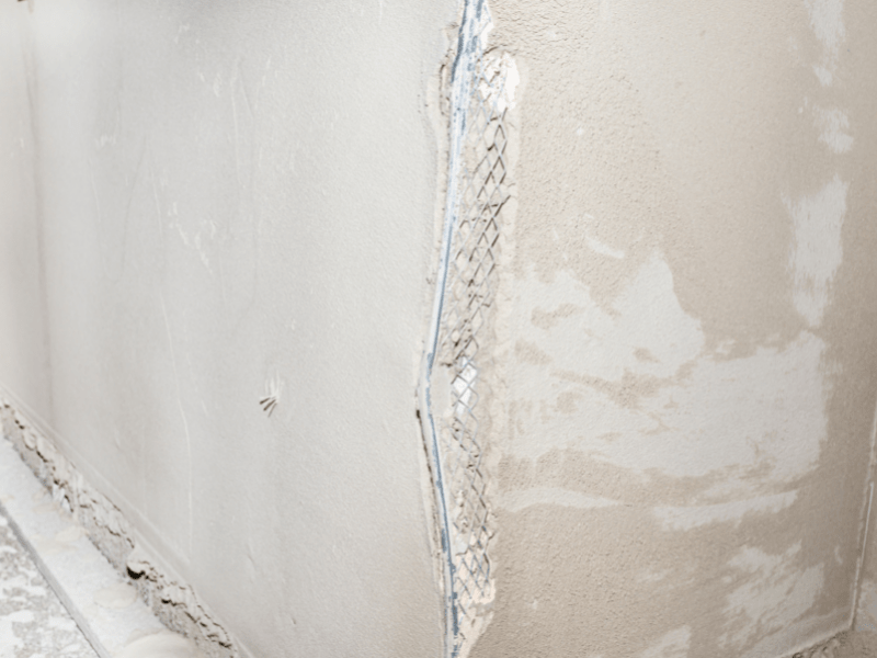 Naprawa uszkodzonego narożnika ściany – jak ją przeprowadzić?
