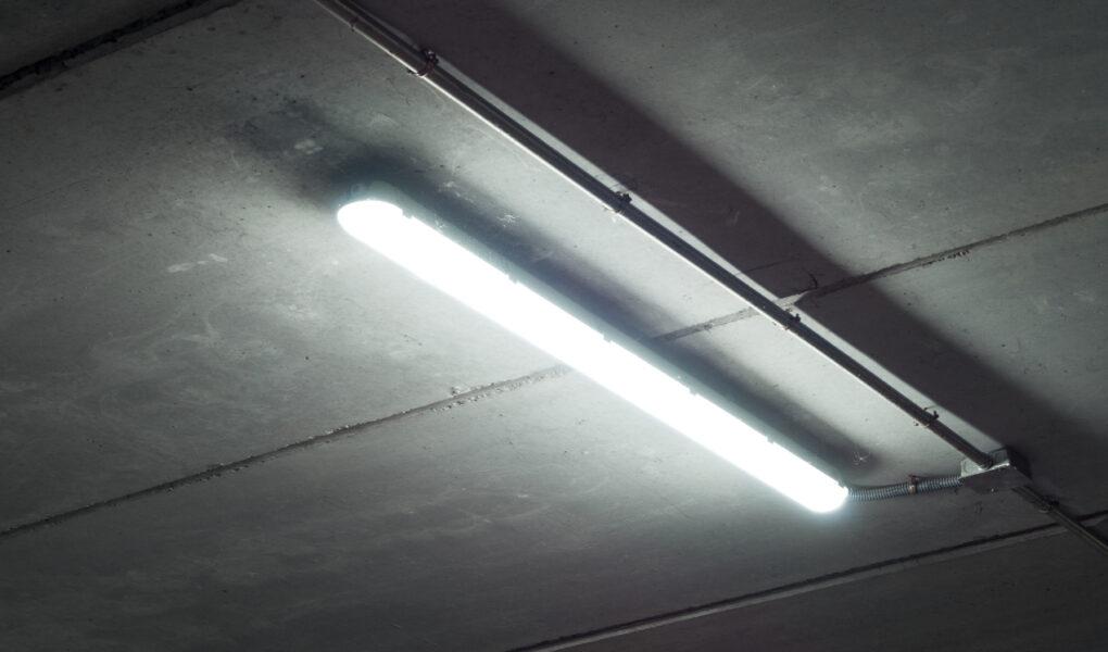 Lampa LED jako rozwiązanie dla garażu i warsztatu